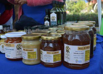Medio kilo de mermelada de damasco a $2.500, medio kilo de miel de ulmo a $3.000, medio kilo de miel de abeja a $2.500, un kilo de miel de abeja a $4.500.-
