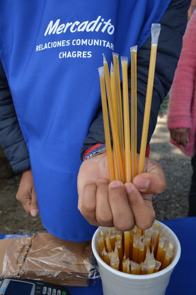 Varillas con miel natural, miel con café, limón, jengibre, naranja, propóleo, canela o menta a $200 cada una.