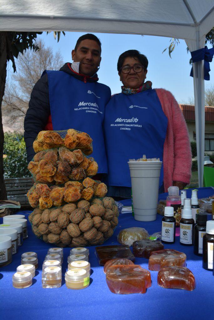 Mauricio junto a su madre, Alicia Díaz García, creadora del negocio familiar Altos de Catemu.