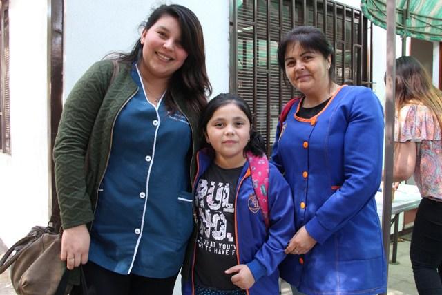 Francisca Osorio Rebolledo, Sigrid Carvajal González y Soledad González Vergara de Escuela Fray Camilo Henríquez de Panquehue.