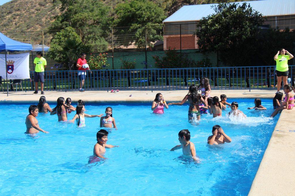 Municipalidad invita a piscina de la Ligua