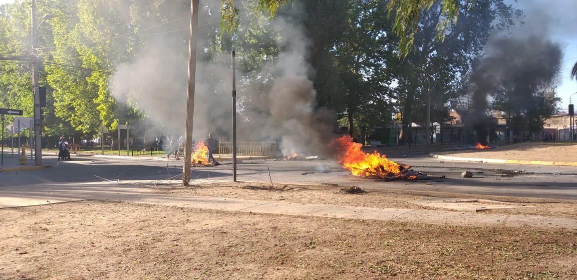 Se registran barricadas frente a la cancha de tenis en San Felipe - El Observador